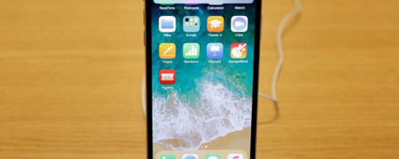 Apple'dan 6.1 inçlik yeni iPhone X